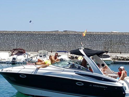Alquiler de barcos Monterey 270 cruiser 8 plazas